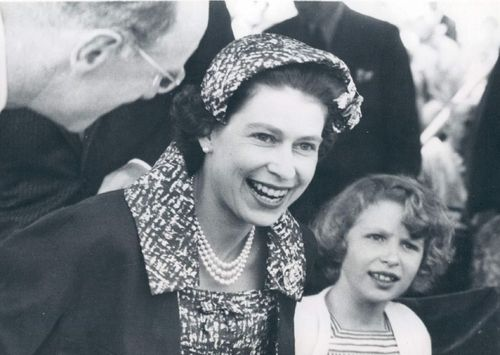 princess anne and queen elizabeth relationship to