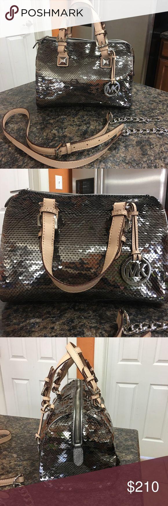 MICHAEL KORS purse NWOT MICHAEL KORS purse never used Great Christmas present! Michael Kors Bags Satchels