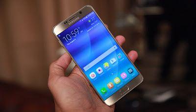 Galaxy Note 5 el phablet más elegante de Samsung   Y aquí está. Era el teléfono que más sonaba en las últimas semanas y un equipo al que por fechas -siempre suele asomar una nueva generación en IFA- le tocaba renovación. Dicho y hecho. Samsung acaba de anunciar su nuevo Galaxy Note 5 en el Galaxy Unpacked 2015 y con ello se desvela el misterio de cómo pensaban los coreanos reinventarse en esta ocasión. Además de poder desvelarte todos sus detalles técnicos he tenido la oportunidad de tenerlo…
