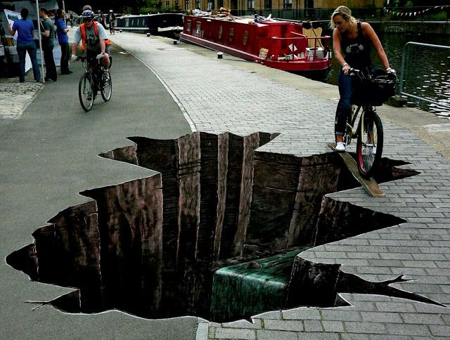 The amazing 3D street art in West Dock , England - Facts Pod