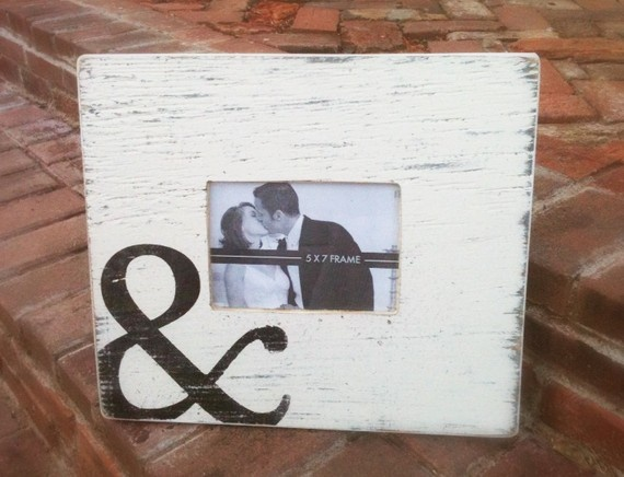 Ampersand: Engagement Pictures, Diy'S Idea, Crafts Idea, Picture Frames, Gifts Idea, Distressed Frames, Pictures Frames, Ampersand Pictures, Cute Frames