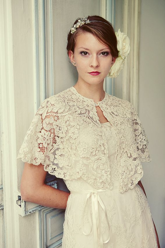 Lace wedding cape...this is soooo pretty! i maybe want to do a simple little dress with a cape like this, for my wedding! <3