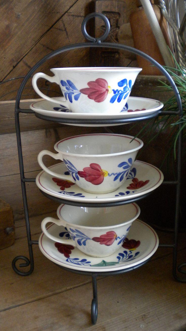 3 Kop en schotels van het Boerenbond servies van Petrus Regout!! De kopjes hebben ook een erg leuke vorm...