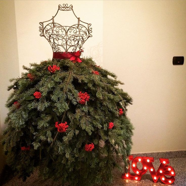 Best Unconventional Christmas Trees That You Can Do At Home Too Christmas Gift Decorations Mannequin Christmas Tree Christmas Tree Dress