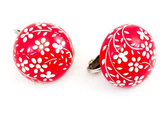 Vintage Lucite Earrings| Red and White| Lucite| Circa 1950| Clip On Earrings| Flower Design| Gift for Her| | Stocking Stuffer #vintage #vintagejewelry #valentinesdaygift #sophisticatedjewelry