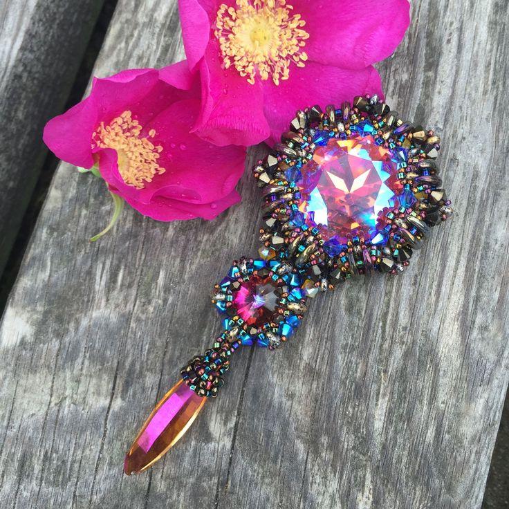Купить Брошь-кулон - кристаллы сваровски, розовый, кулон, брошь, украшение из бисера, плетеное украшение
