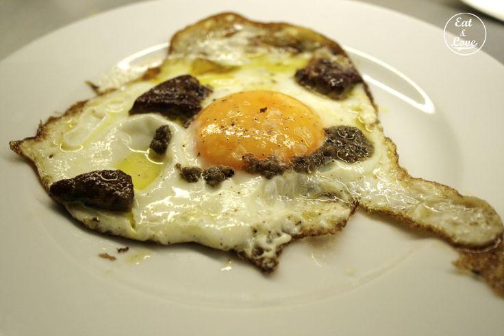 Huevo de corral con trufa en Sala de Despiece - restaurante tapas Madrid