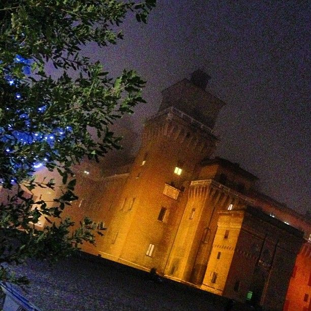 Ferrara, Este Castle in the fog - Instagram by @zenogovoni