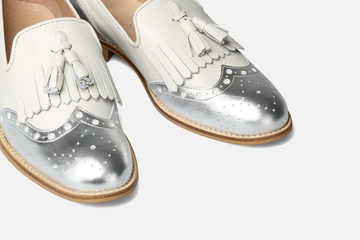 Eureka combineert de brogue schoen met een instapper voor wie niet kan kiezen tussen beide stijlen. Het resultaat is een model schoen met een geheel eigen stijl. Past die stijl bij jou?  Ons advies is om uw reguliere maat te bestellen.