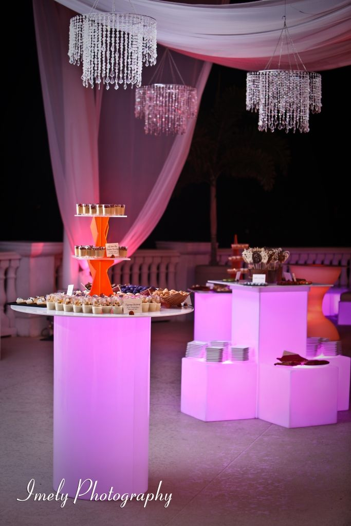 LED Cylinder Pub Table And LED Acrylic Pub Table With LED Light Cubes For  Dessert Tables