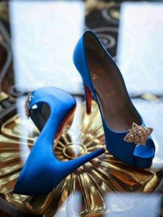 El complemento mas glamoroso de una boda en azul!