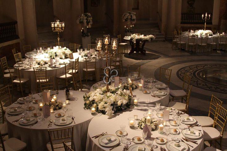 Magiche ed eleganti atmosfere per un matrimonio da sogno .