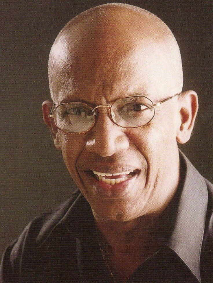 Roberto Roena is a salsa music percussionist, orchestra leader, and dancer. Roena was one of the original members of El Gran Combo, Puerto Rico's first successful salsa music orchestra.  Born: Jan 16, 1938 (age 76) · Mayagüez, Puerto Rico.