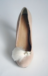 feather shoe clips, perfect for wedding