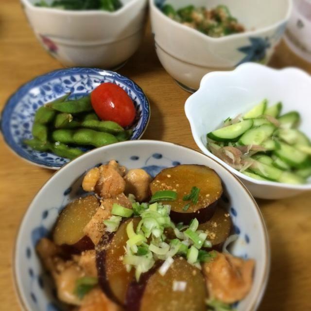 実家ごはん。サツマイモって、ピリ辛味と良く合う! - 13件のもぐもぐ - サツマイモと鶏肉のコチュジャン煮、胡瓜とミョウガ塩もみ、枝豆、オクラ梅あえ、ほうれん草おひたし。 by raku0dar