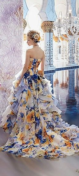 Stunning ruffled floral print gown for Stella de Libero Fall 2017. This outfit slays all day on the red carpet.