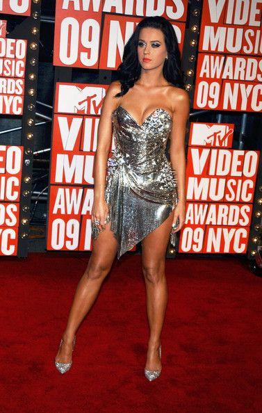 Katy Perry Photos Photos - Celebrities attend the 2009 MTV Video Music Awards at Radio City Music Hall in New York City. - 2009 MTV Music Video Awards