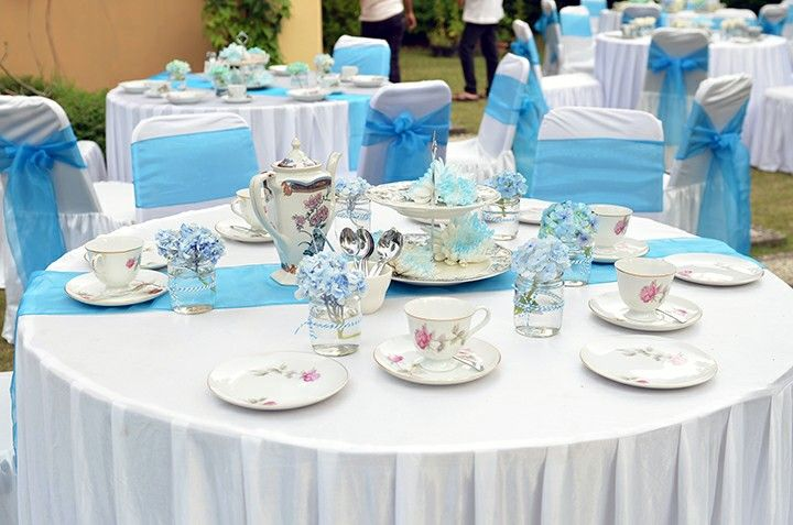 Round Table Set Up For Frozen Birthday Party It Also