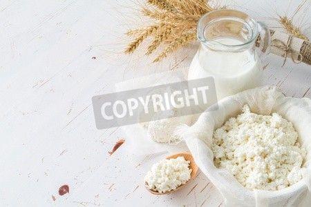 各種乳製品、木材白地小麦