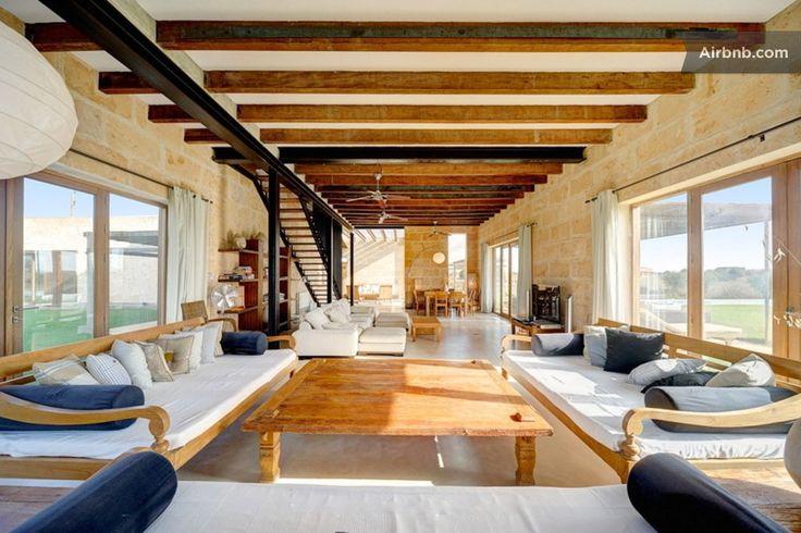 Villa rustica moderna en es trenc in campos spain for Casa moderna rustica