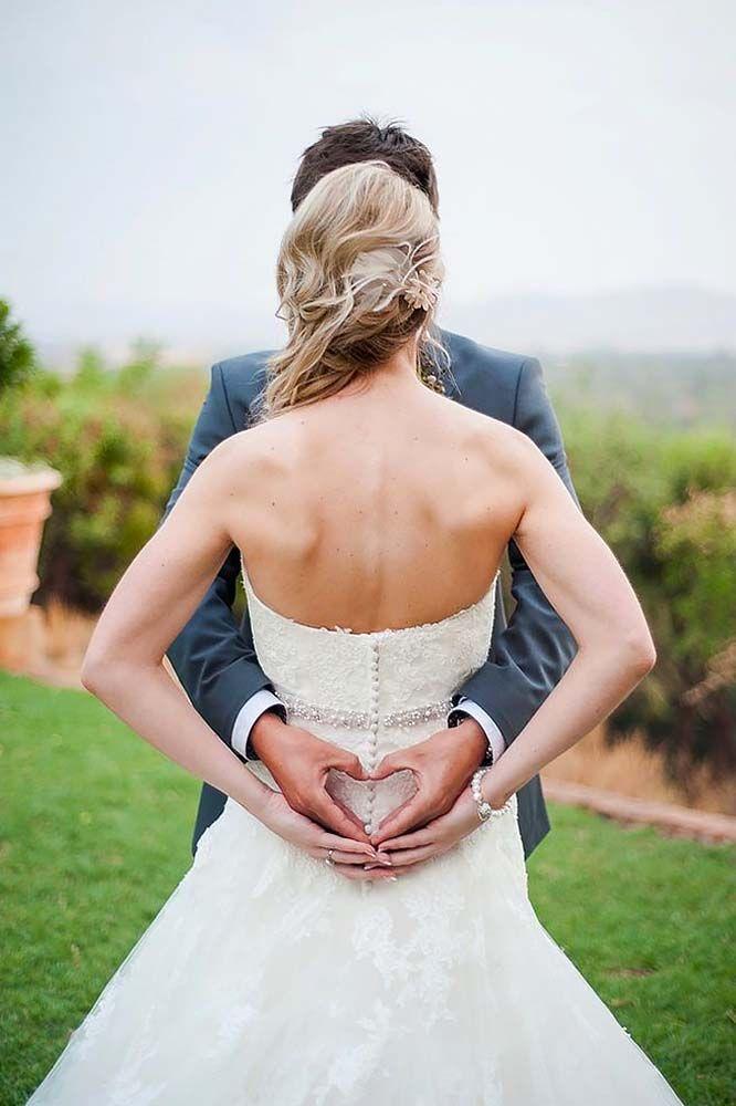 18 Popular Wedding Photo Ideas For Unforgettable Memories ❤ See more: http://www.weddingforward.com/popular-wedding-photo-ideas/