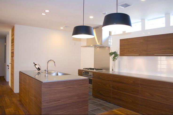上質なオーダーキッチン・キッチンリフォーム・オーダー家具を東京・神奈川・横浜・川崎で手がけるプラッツ。ガラス張りの自社工場はいつでも見学可能。隣にショールームもございます。