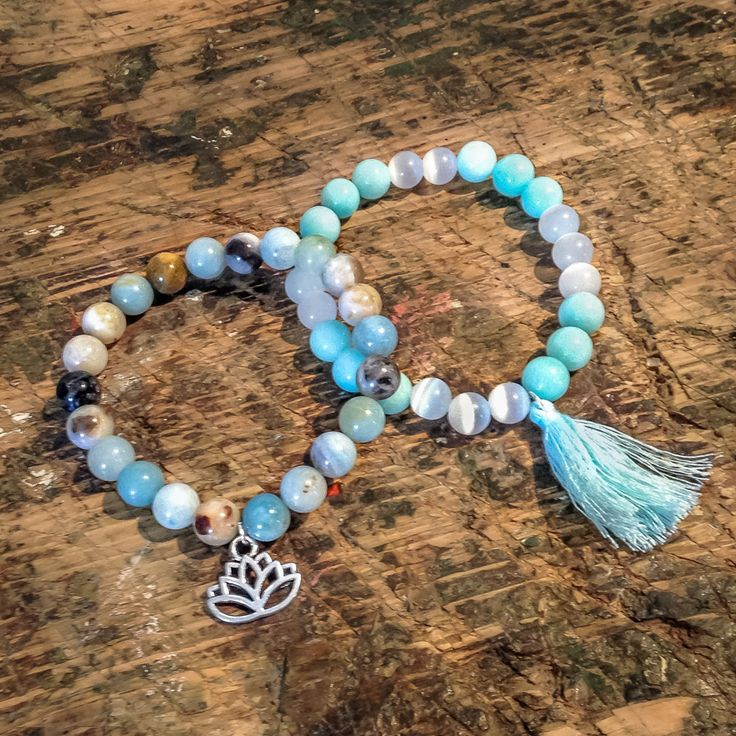 Mineral bracelets are popular not just because of how amazingly they look like. Their healing power will enthuse you so much as well as their influence on our mind and soul.