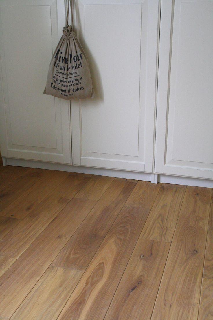Eiken vloer rustiek met levendige nerf. Mooi in elk interieur.