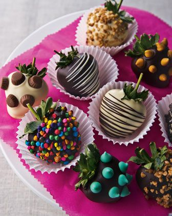 Fresas cubiertas con Chocolate decorativo.