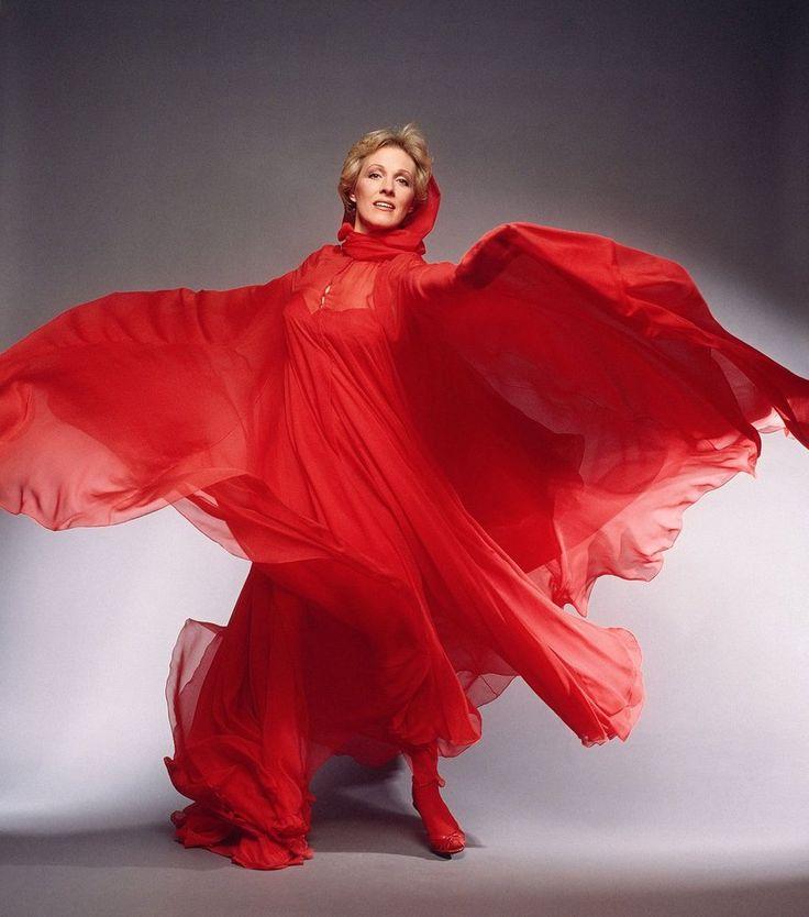 "lottereinigerforever:  Julie Andrews publicity still for""S.O.B."""