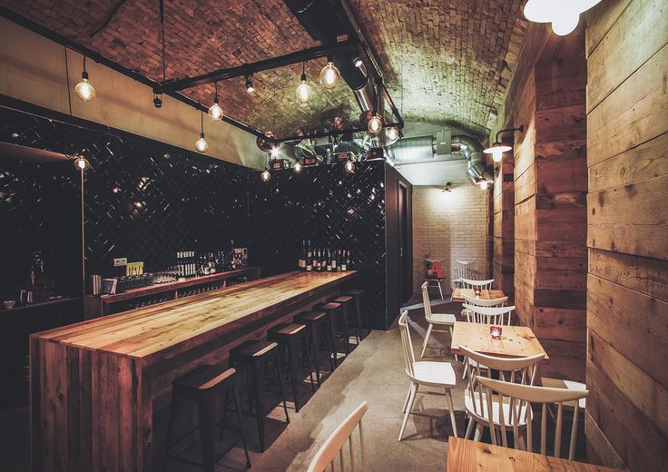 A newly open downtown hangout is a sleekly rustic eatery founded by some of the city's veteran foodies, focusing on outstanding wines and tasty tapas.