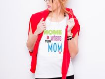 "Koszulka damska ""HOME IS WHERE YOUR MOM IS"""