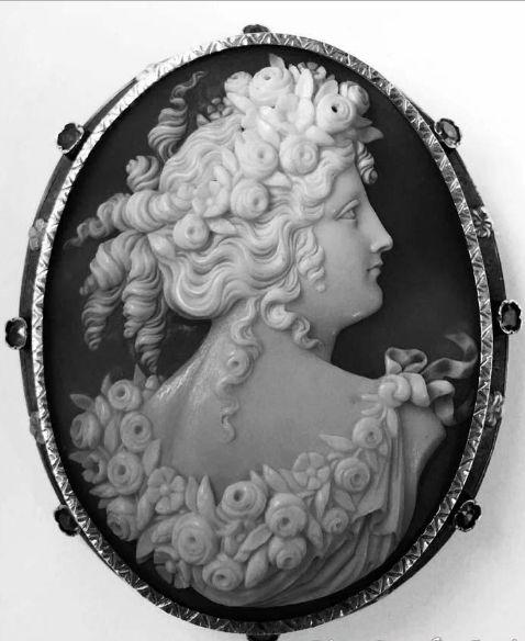 Victorian Shell Cameo of Goddess Flora - garnets annd gold -  19th century