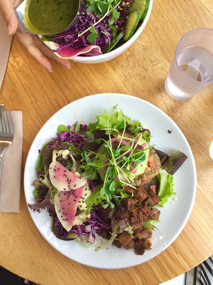 Are you looking for some healthy restaurants in downtown Toronto? I have got a great list of all my favourite healthy spots in the city plus what I love to order from them. Get the full scoop on my site, click through to get the goods!