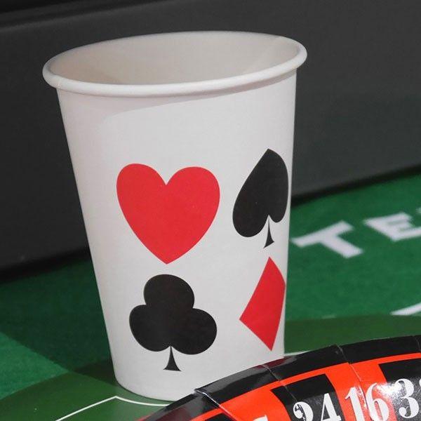 Gobelet carton parfait pour une soirée poker ou pour un anniversaire casino ! A intégrer aussi dans une décoration Alice au pays des merveilles.  #poker #casino #anniversaire