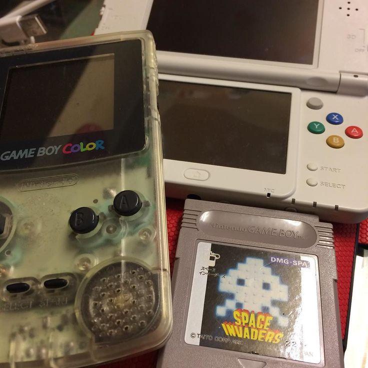 kapcom2010__: いってみようやってみよう ゲームボーイカラーをオーバーホールしてみようポッケ 画面は映るようになったが音が出ないスピーカーを変える 治した所でやらなーい笑 #nintendo #nes #gameboy #3ds #レトロ #ファミコン #gameboy #microobbit