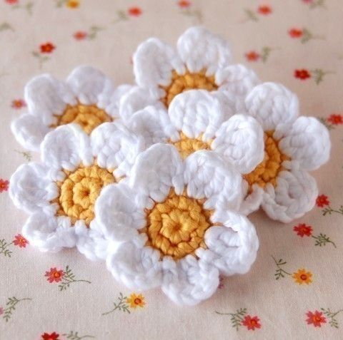 These are very pretty and seem simple enough to replicate - would make a lovely blanket with lots of them.