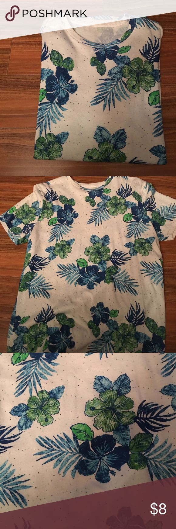 MENS WHITE BLUE GREEN HIBISCUS FLOWER SS T-SHIRT M PREOWNED MENS WHITE SHORT SLEEVE BLUE AND GREEN HIBISCUS FLOWER PRINT T-SHIRT PREOWNED IN GOOD CONDITION Shirts Tees - Short Sleeve