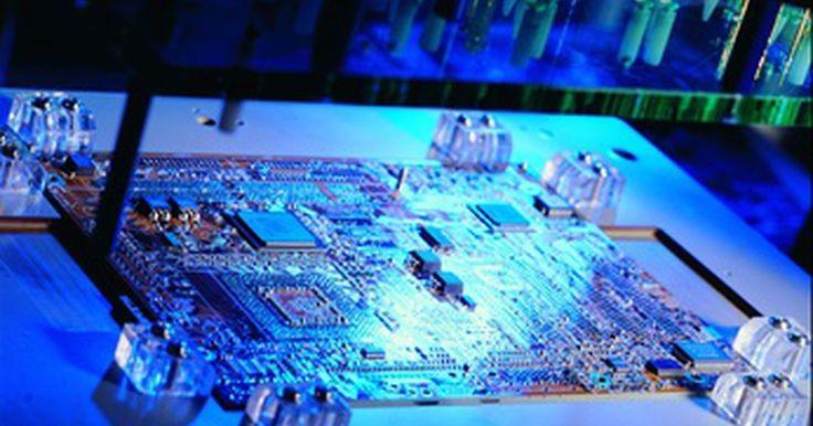 Especificaciones de la placa madre de una Dell E210882. Las placas madre también son conocidas como placas de sistema, placas base o tarjetas madre. Los nombres de los tipos de placa madre dependen del tipo de sistema en el cual funcionen y el tipo de procesador que alojen. Factor de forma es el término para el tamaño físico y composición de la placa.