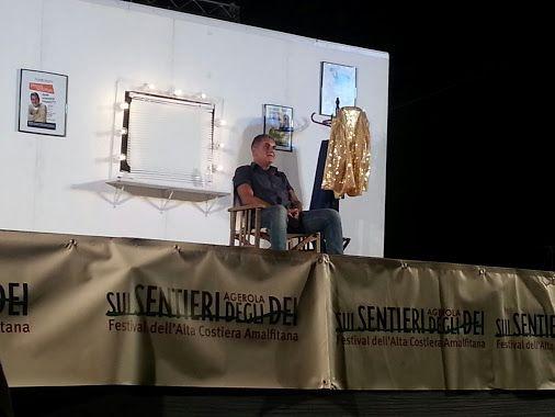 Agerola Festival sui Sentieri degli Dei  - Il comico cabarettista Simone Schettino durante il suo spettacolo  #Agerola #SuiSentieriDegliDei #SimoneSchettino #ildolcetramonto www.ildolcetramonto.it