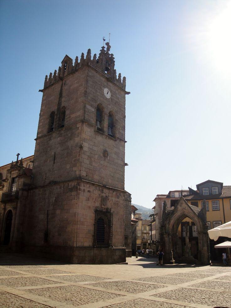 Igreja Nossa Senhora da Oliveira (Guimarães, Portugal) http://momentosemcapsulas.blogspot.pt/2014/07/guimaraes-cidade-monumental.html