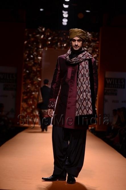 Manish Malhotra at Wills Lifestyle India Fashion Week Autumn Winter 2013