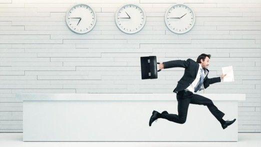 Unstrukturierte Arbeitsabläufe können der Auslöser für Hektik im Job sein.