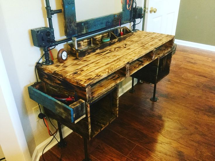 Pallet furniture, black pipe, dressing table, pallet vanity, makeup table. Reclaimed pallet recycled. @pipe_and_pallet_design https://instagram.com/p/BIQmdomBr3a/