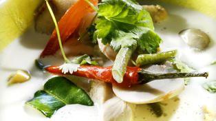 Thaisuppe med kylling og kokosmelk