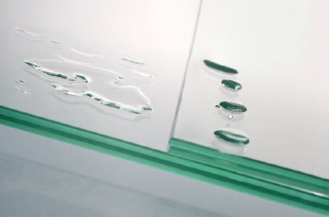 BESCO PROCLEAN to niezauważalna warstwa, którą nakładamy na powierzchnię szkła Naszych kabin, dzięki której krople z łatwością spływają, nie pozostawiając osadów.  Powłoka Besco Proclean dostępna w standardzie w ofercie Naszych kabin z przejrzystym szkłem.