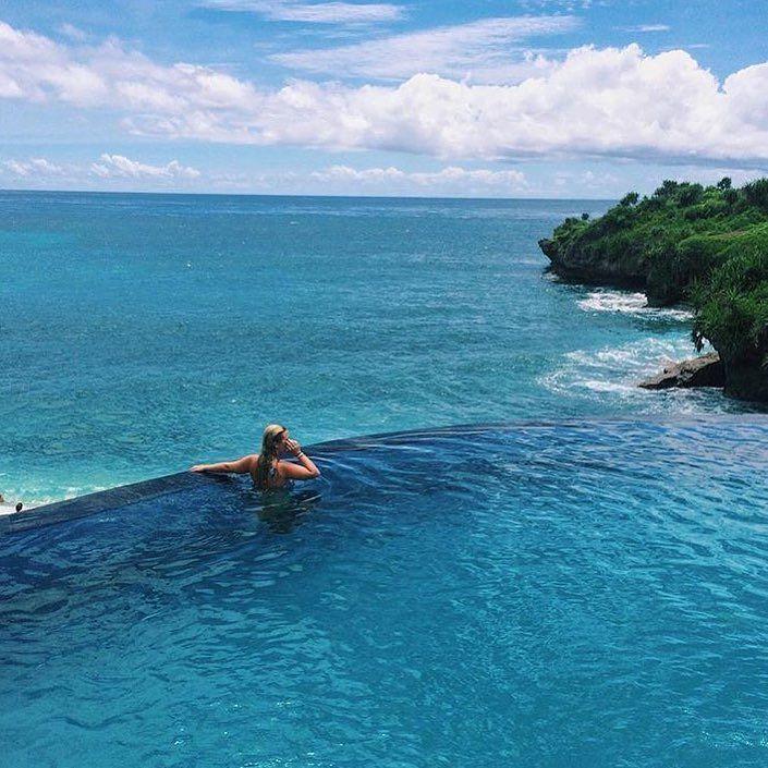 Monday morning blues  . .  @megbeaudry  #beachtravellers  #freedomtoexplore  #bali #travel
