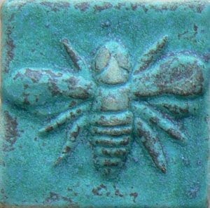 Napoleon's bee motif symbolizes immortality & resurrection.