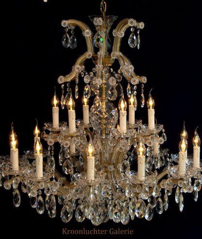 Kroonluchter Galerie » Grote kristallen kroonluchter met 18 lichtpunten