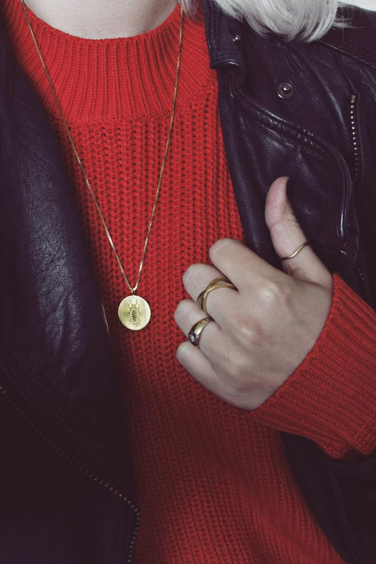 Sweater weather. #hvisk #hviskstylist #jewelry #gold #rings #necklace #redknit #redsweater #leatherjacket